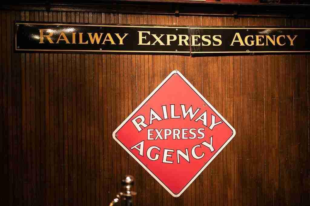 Railway Erpress Agency Sign at Savannah Station